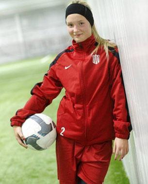 Suède : A 13 ans, Ronja Aronsson joue avec les pros